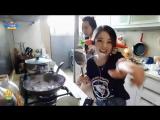 冯提莫700万观众福利:厨房和闺蜜一起唱《一人饮酒醉》