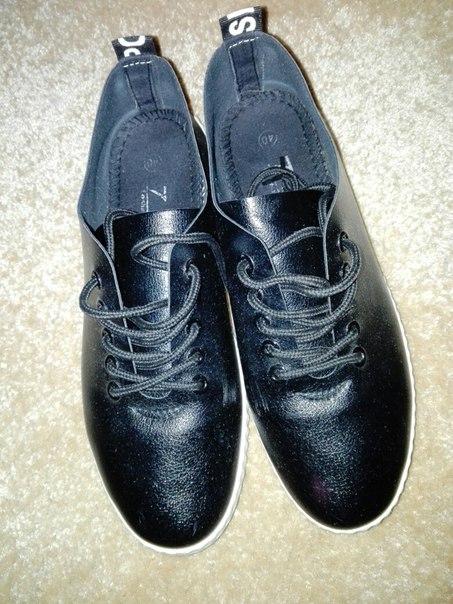 Продам или обменяю туфли 40р состояние новых. Слипоны 40р но они малом