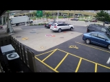 Milwaukee woman jumps on top of her car to stop thieves ДТП авария