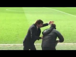 Конте толкнул своего помощника во время матча с «Арсеналом»