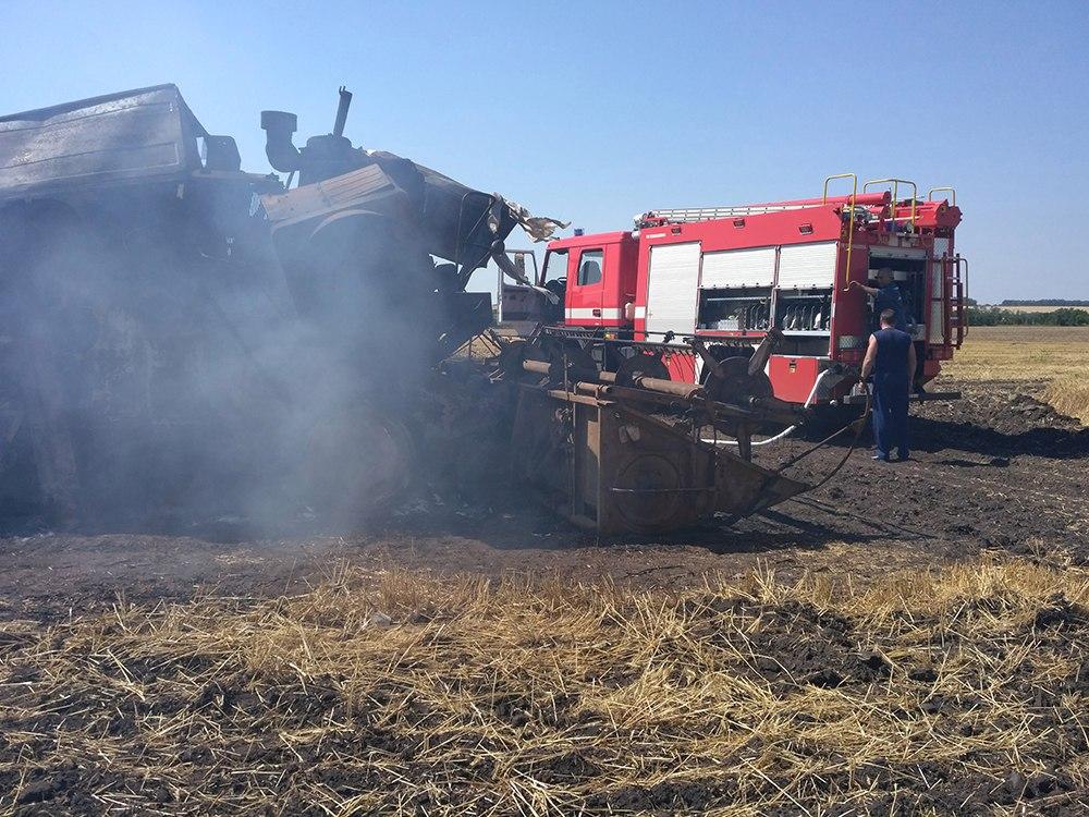 Недалеко от Таганрога сгорел комбайн