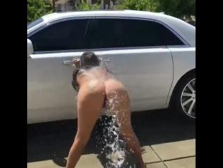 Лесби споила молодую соседку и отлизала ее писечку - русское порно онлайн