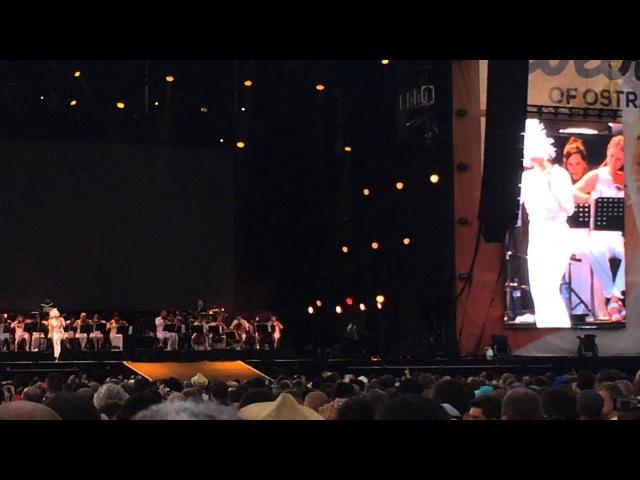 Björk - Unravel (Ostrava; 2015/07/16)