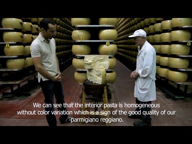 Как резать головку сыра Пармезан ферма Hombre, Италия