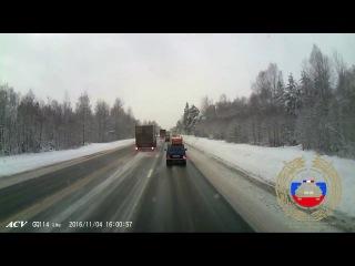 ДТП в Тверской области: в лобовом столкновении погибла женщина, пострадали её муж и дети