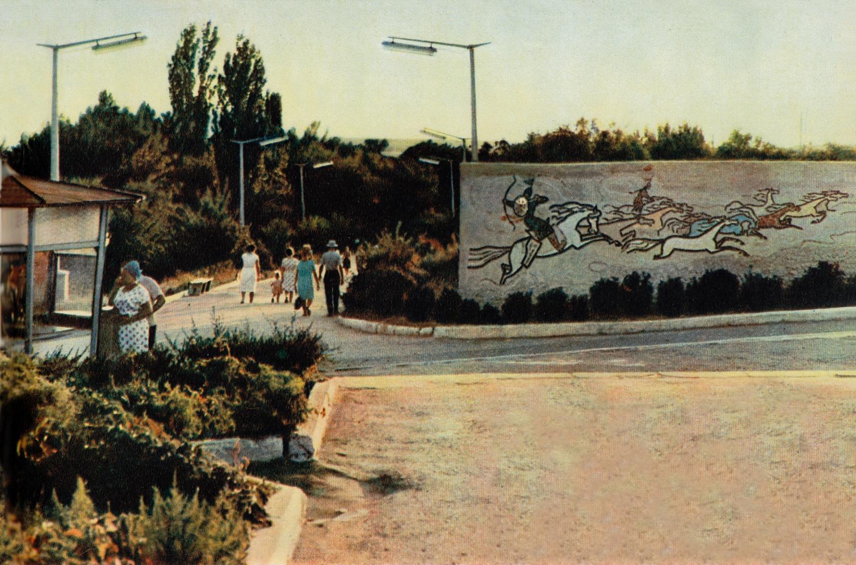 Мозаичное панно по мотивам эпоса Джангар (сейчас здесь памятник Ээлян Овла). 1968 год