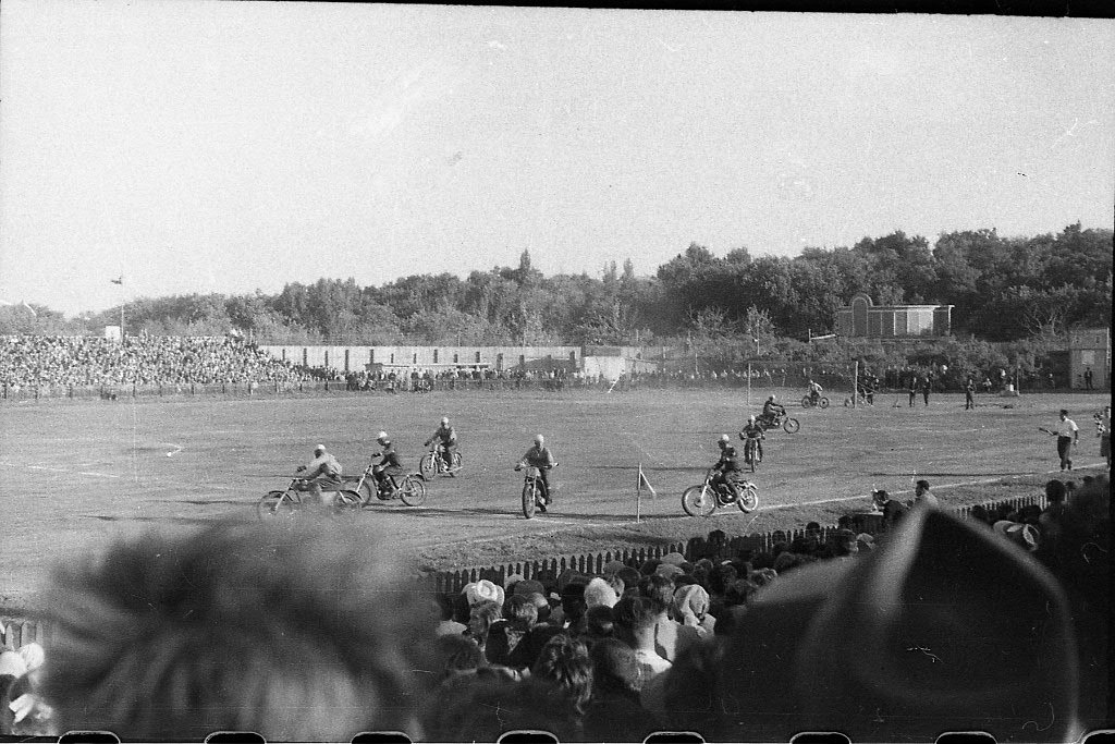 Мотобол на стадионе Спартак (на заднем плане Зеленый театр. 1968 год
