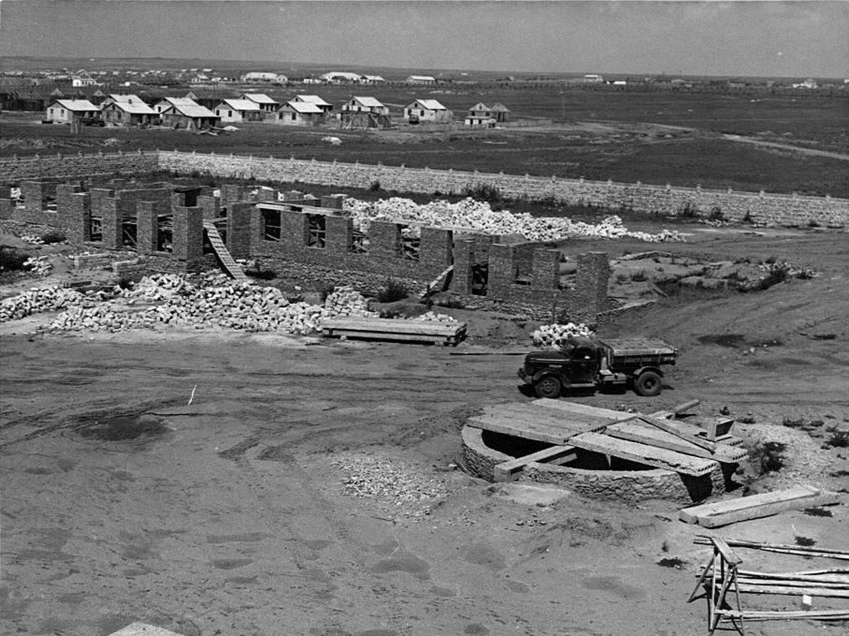 Строительство инфекционной больницы в 101 квартале. 1964 год