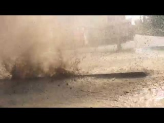 Вода из под земли на перекрёстке улиц Кутузова-Толстого (город Павлодар)