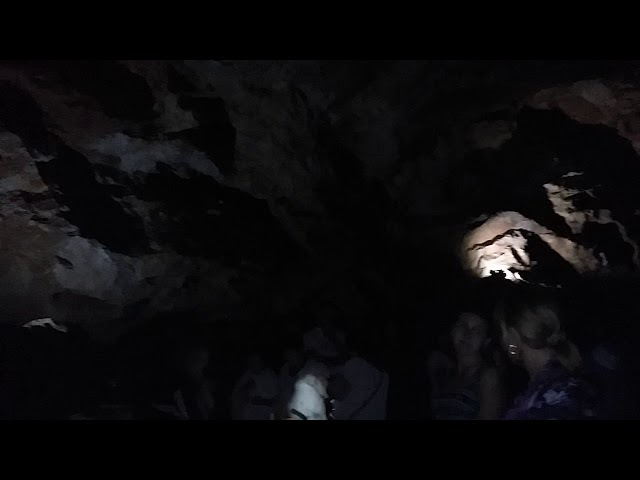 3 ехлетняя девочка поет Катюшу в Новоафонской пещере Абхазия 2017