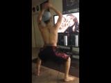 Тверк. Twerk. Молодой парень классно танцует под Бейонс. Guy twerking to Beyonce