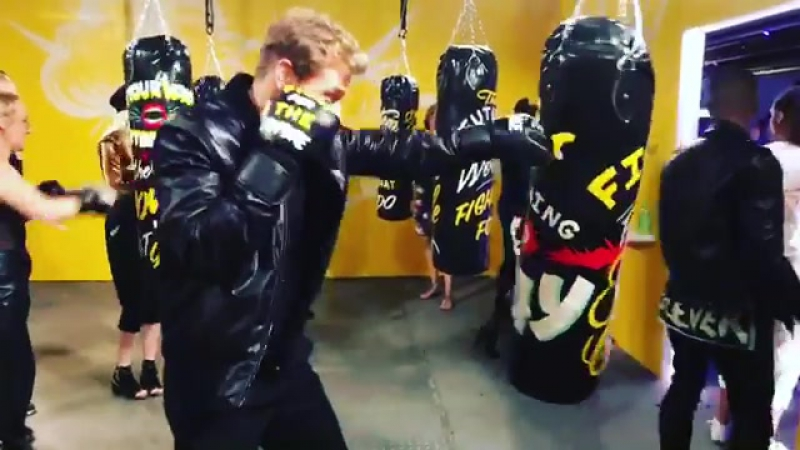 Sam Heughan в Instagram «Training going well. NOW... Fight f