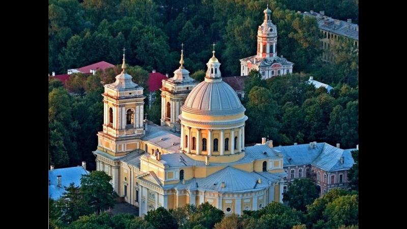 Божественной литургии из Свято-Троицкого собора Александро-Невской Лавры