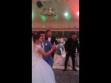 Серик исполняет на свадьбе у Тимы