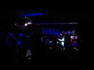 Show Me A Dinosaur - Wojna [Live @Fishfabrique 15.04.17]
