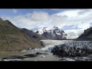 кусок ледника отломился. Если приблизить-видно.