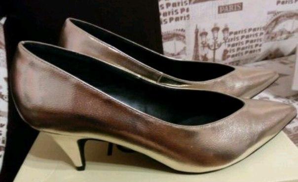 мягкие игрушки .обувь размер 40.золотые туФли некст.в идеальном состоя