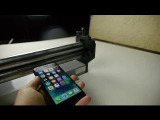 Американец расплющил iPhone 7 валами для пресса