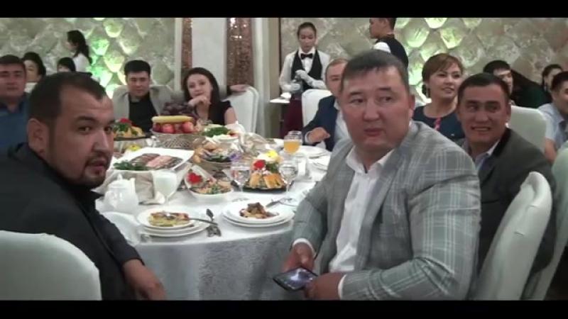 Бекарыс Шойбеков-Қажымұқан Абзалов тойда айтыс