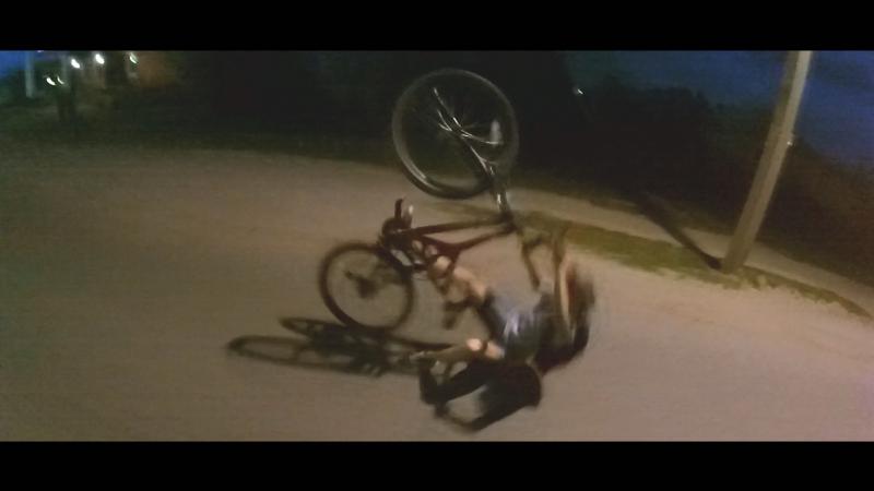 Упал на заднем колесе(момент из будущего видео)