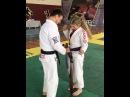Graduando a minha mãe para a faixa marrom de Jiu-Jitsu.