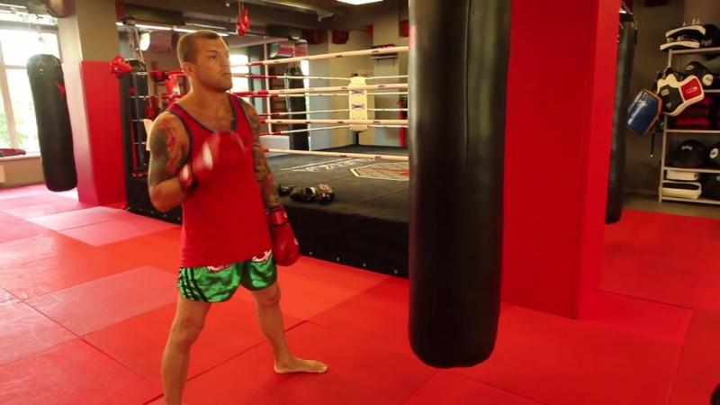 Работа на мешке c Андреем Басыниным — тренировка ударов руками на мешке в тайском боксе (муай тай)