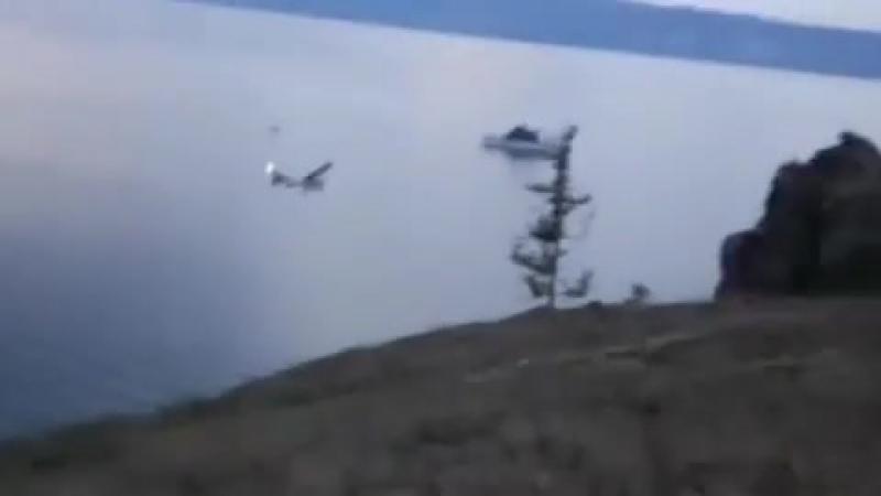 На Байкале очевидцы сняли на видео жесткую посадку самолета «Cessna»