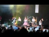 Корнелия Манго и команда Youth Worship прославляют Бога в