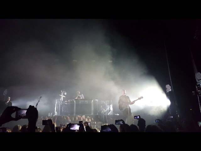 The xx - On Hold (Compensa Arena Vilnius) 3.12.2016 [Live Concert 2016]