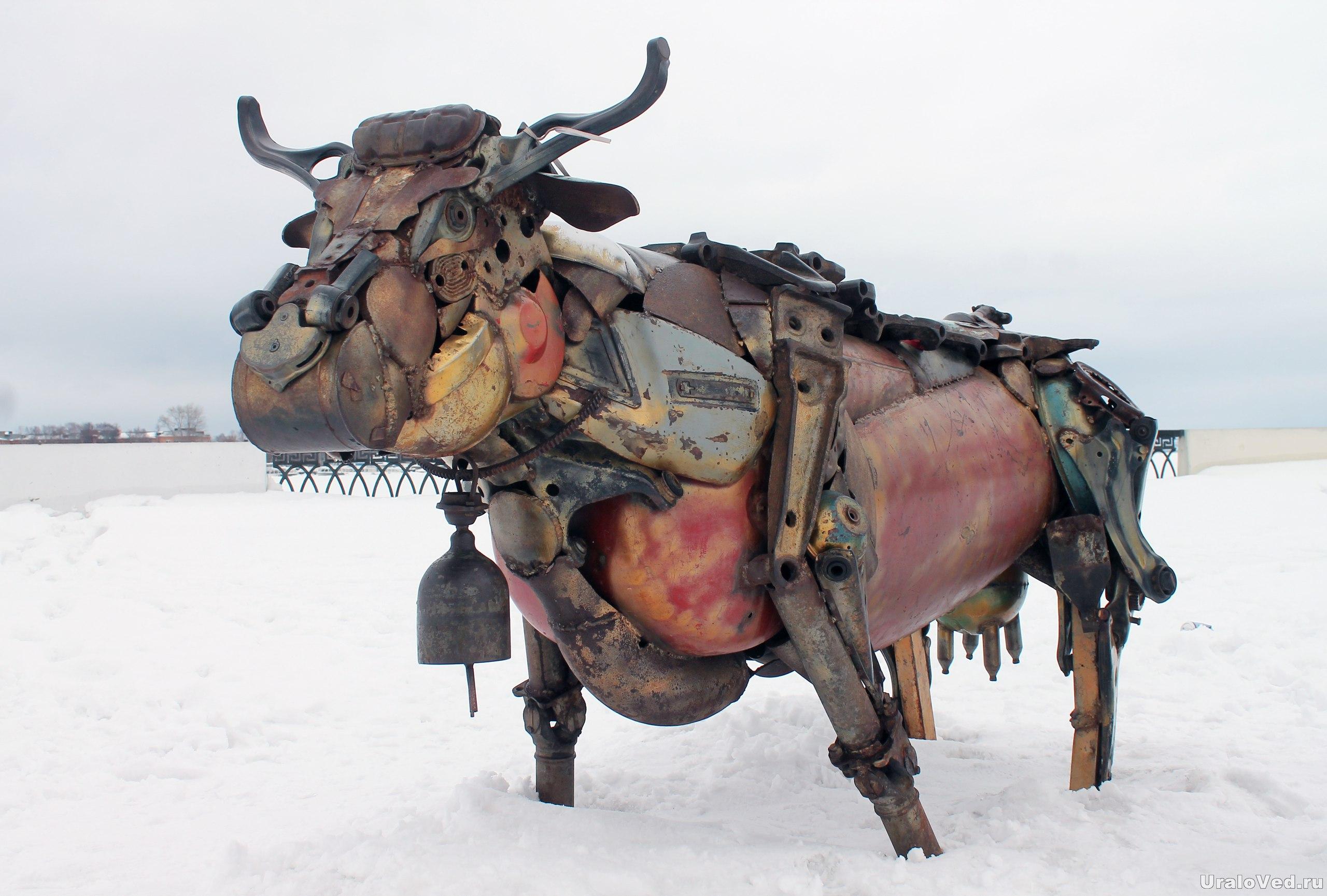 Корова из металлолома в Ижевске