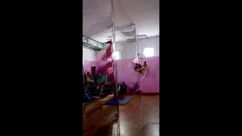 Моя дочь Нанами первое выступление в роли воздушной гимнастки)