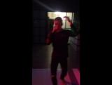 Караокевсе танцуют локтями!