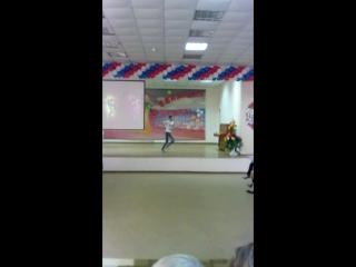 Кристина танцует на выпускном 4 класс