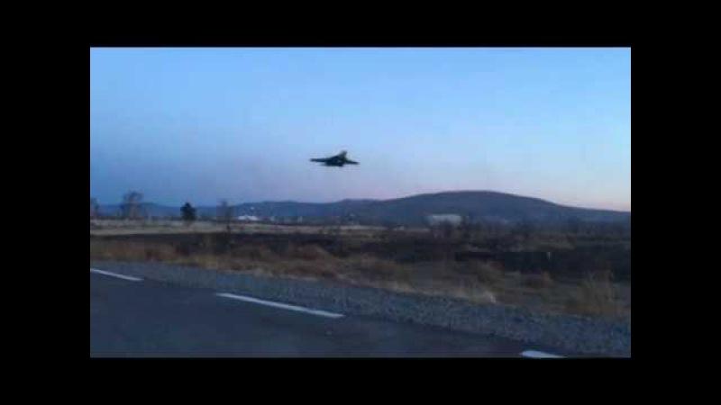 Экстремально низкий полет и падение Су-37. | Шок! Пилот катапультировался в самый последний момент.