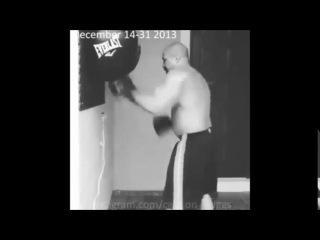 Шеннон Бриггс тренировка со снарядом