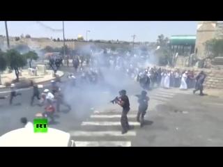 Сионисты бесчеловечно разогнали джума намаз в Иерусалиме, вблизи Аль-Акса