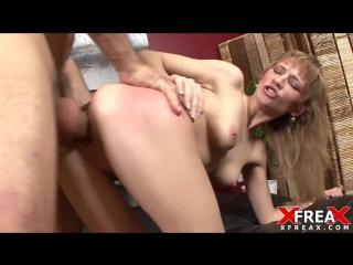 порвали шлюхе очко группой короткий порно ролик