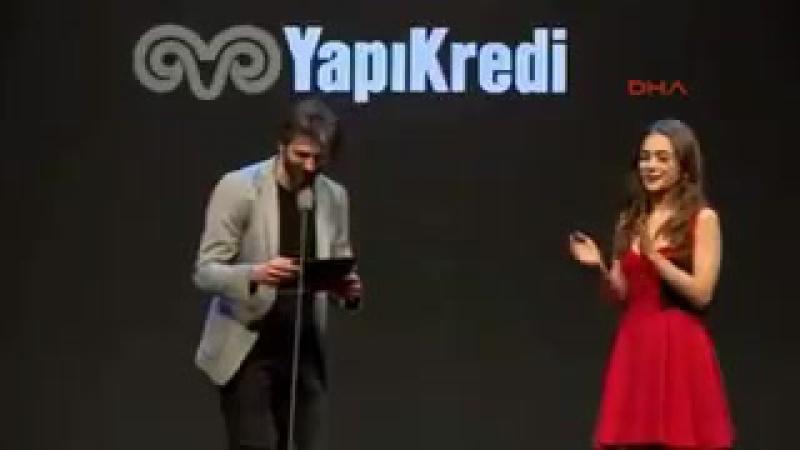Усхан Чакыр и Дамла Сонмез на премии Афифе