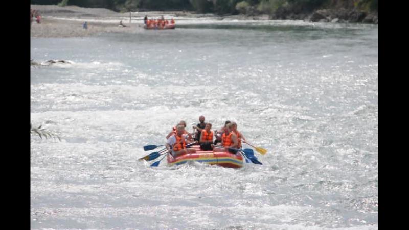 Адыгея. Рафтинг по реке Белая 15км. Я во второй лодке на правом борту с желтым веслом)