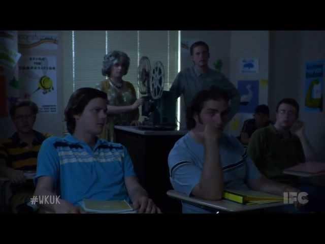 Городские приматы сезон 5 серия 1 (Маленький Гитлер - русский перевод)