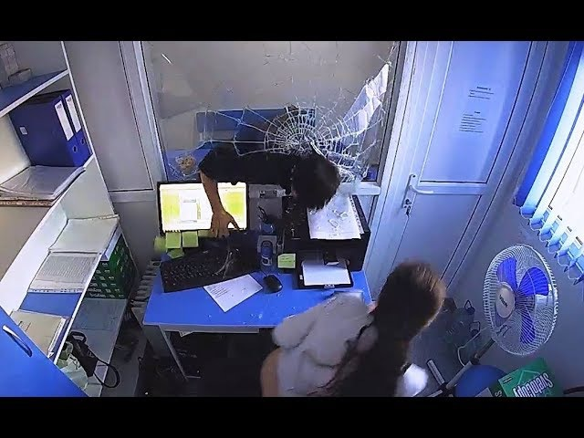 ОГРАБЛЕНИЕ МИКРОЗАЙМА (Robbing a micro-bank)