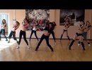 Девушки красиво танцуют
