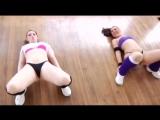 Горячие и сексуальные девушки шикарно танцуют