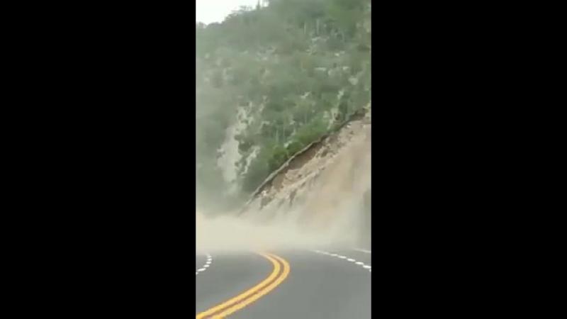 Derrumbre en autopista Oaxaca por terremoto del 19 de Septiembre del 2017