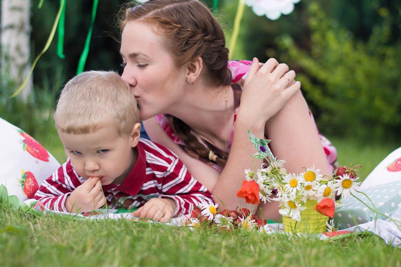 Секс мымы с сыном фото, Регулярный инцент матери и сына (28 фото) 14 фотография