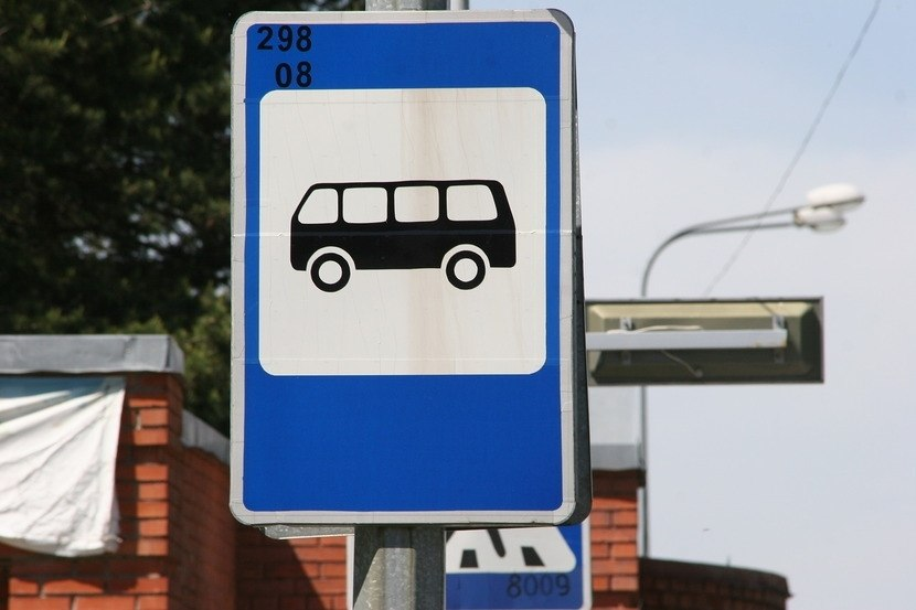 Томскому автоцентру грозит штраф за рекламу на опорах дорожных знаков