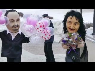 Как Стас Михайлов и Валерий Леонтьев поздравляли казанских девушек с 8 марта)