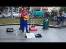 Чувак нереально круто поет Mr. Mario traveling around the world
