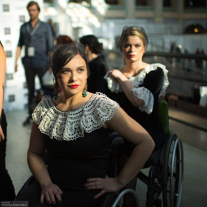 Подборочка фоток с бэкстейдж модного показа «Я продолжаю идти…Подиум успеха» в рамках Недели Моды в Москве