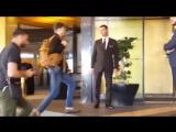 27 мая 2017 - Роберт прибывает в отель JW Marriott Hotel в Каннах, Франция